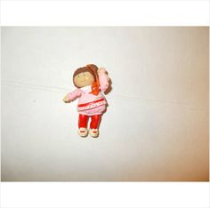 CABBAGE PATCH KID! PVC FIGURE!!!! BROWN HAIR IN RED TRIM!!! GIRL!