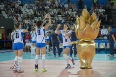 l'Italia con Fiammino, la mascotte ufficiale dei Mondiali di Volley Femminile 2014