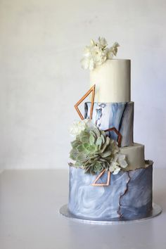modern marble-inspired wedding cake