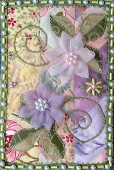 """Fabric postcard, """"Clematis"""", by Denise M. Enberg. Als ik al dat moois zie, besef ik meer en meer dat ik te laat begonnen ben......(of dat de tijd vèèl te snel rent!!)"""
