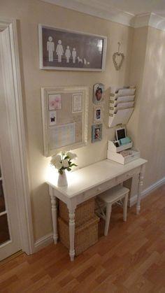 Despacho pequeño y moderno integrado en casa
