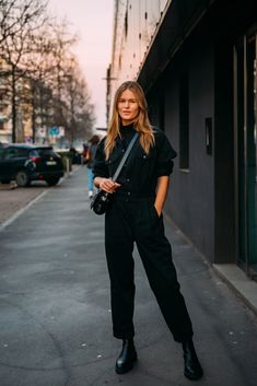 Anna Ewers between the style exhibits. The submit Milan Fall 2020 Street Style: Anna Ewers appeared first on STYLE DU MONDE Top Model Fashion, Fashion Week, Fashion Photo, Fashion Outfits, Fashion Trends, Street Fashion, Milan Fashion, Anna Ewers, Street Chic