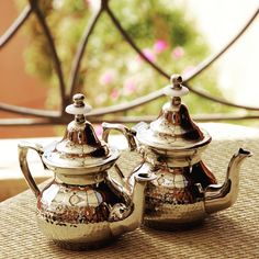 BLOG : aujourd'hui nous vous révélons l'histoire d'un des thés les plus célèbres au monde, le thé vert à la menthe ! blog.thesdelapagode.com  #thealamenthe #thevert #thesdelapagode #thé #secretsdethés #blogthesdelapagode #thebio #tealover