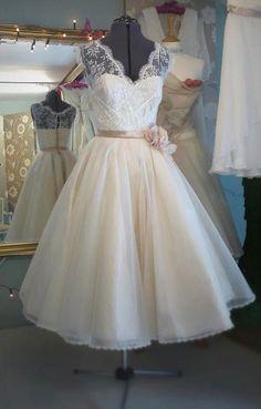love http://media-cache4.pinterest.com/upload/263742121897936890_wC0NDmYI_f.jpg bridhughes wedding dress