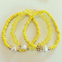 Siguenos Instagram & Facebook #zowiecreations #bracelets #pulseras #combination #pearls #perlas #yellow #amarillo #matte #mattebeads #handmade #jewerly #pr