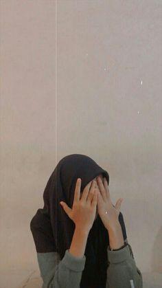Hijabi Girl, Girl Hijab, Aesthetic Photo, Aesthetic Girl, No Face, Foto Mirror, Tmblr Girl, Profile Pictures Instagram, Girls Mirror