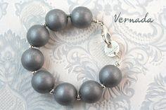 Vernada Design -puuhelmikäsikoru, hopea. #Vernada #jewelry #bracelet #suomestakäsin #finnishdesign #avainkoru #kulkukorttikoru #avainnauha