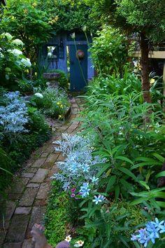 50 Vertical Garden Ideas That Will Change the Way You Think About Gardening - The Trending House Back Gardens, Outdoor Gardens, Landscape Design, Garden Design, Woodland Garden, Garden Cottage, Garden Stones, Garden Gates, Shade Garden