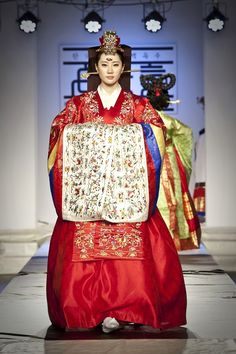 Traditional Korean wedding hanbok.  I would like to wear one someday. It's so beautiful.