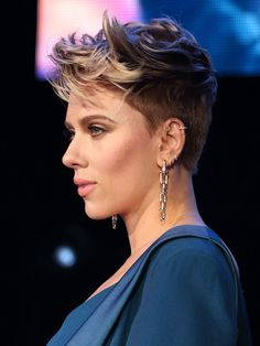 Best Scarlett Johansson Short Hair - One of the biggest Hollywood star actress Scarlett Johansson has really set the boundaries high with her elegant look. My Hairstyle, Undercut Hairstyles, Pixie Hairstyles, Pixie Haircut, Cool Hairstyles, Medium Hairstyles, Hairstyles Haircuts, Short Undercut, Hairstyle Ideas