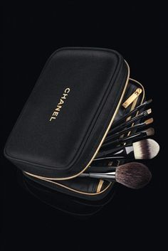 I have this travel set with this cute Chanel bag and I love it! Chanel brushes are great and a key to making your makeup looking effortless and flawless! Chanel Beauty, Chanel Fashion, Coco Chanel, Chanel Makeup Bag, Makeup Bags, Chanel Brushes, Mac Brushes, Perfume Chanel, Cosmetic Case