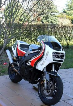 Yamaha FZR1000 Exup by Lostrego