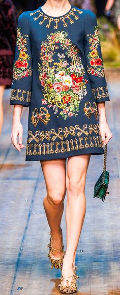 Dig the dress, not in love with the shoes. :) Dolce Gabbana fall / winter 2014 - 2015