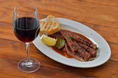 Mai multă dragoste am pus în mâncare.Tentacule de calamar în sos de vin roșu. 🍷😋 Deguști, socializezi, mănânci, bei un vin bun și te destinzi. Ășa arată un weekend plăcut la Gamberetti. Mișto, după inimile voastre! Mai, Steak, Beef, Restaurant, Meat, Diner Restaurant, Steaks, Restaurants, Dining