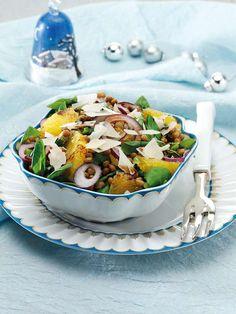 Contorno di Capodanno: scopriamo un modo diverso dal solito per portare in tavola le tradizionali lenticchie portafortuna, un'insalata di lenticchie arance e soncino