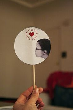 DIY Kissing Thaumatrope