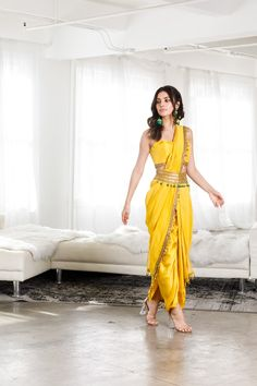 Indian Fashion Dresses, Indian Gowns Dresses, Dress Indian Style, Indian Designer Outfits, Indian Outfits, Indian Wear, Party Wear Indian Dresses, Designer Party Wear Dresses, Kurti Designs Party Wear