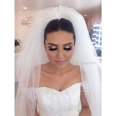 Instagram foto door visagieummu - Bridal Perfection  Our Gorgeous Bride Arzu ✨ We had the pleausure of being a part of @arzoeeee special day. The look we choose was a warm glowy clean look for makeup & a classy bridal hair creation.