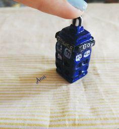 Dr.who💞 #drwho#serie#feitoamao#pintadoamao#cabine#trabalhomanual#manualidades#mini#miniatura#artesa#arte#artesanato#drwhofan#tv#diy#handmade#handpaint#handicraft#tardis#miniature#art#dinnyartismini