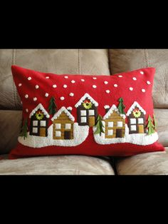 Would look pretty as part of a row quilt. - Would look pretty as part of a row quilt. Christmas Sewing, Primitive Christmas, Christmas Projects, Holiday Crafts, Christmas Crafts, Christmas Ornaments, Holiday Decor, Christmas Cushions, Christmas Pillow