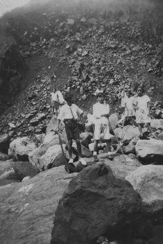 Javaanse kinderen tijdens een wandeling te Kalikoening bij Malang. 1931