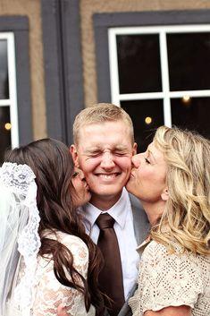 Gorgeous 50+ Best Family Wedding Photo Ideas https://weddmagz.com/50-best-family-wedding-photo-ideas/