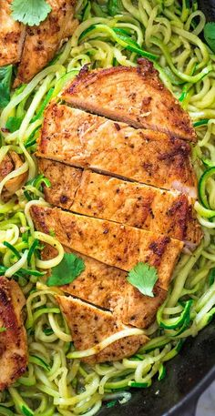 This incredibly delicious Quick & Easy Chicken and Zoodles makes a light, yet filling, dinner. Tender, paprika-seasoned chicken breast pairs so well with succulent, garlic-infused zucchini noodles. Quick Recipes, New Recipes, Whole Food Recipes, Dinner Recipes, Cooking Recipes, Cheap Recipes, Cooking Tips, Clean Eating Snacks, Healthy Snacks