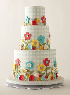 Perfect for an outdoor summer wedding! A gingham wedding cake. #wedding #cake