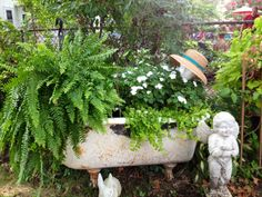 Ideas For Bath Tub Flowers Planters Garden Bathtub, Garden Sink, Water Garden, Outdoor Bathtub, Garden Yard Ideas, Backyard Projects, Flower Planters, Garden Planters, Container Plants