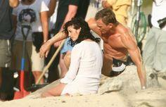 on the set of Casino Royale (mmm, shoulders! James Bond Casino, Logan Lucky, Elizabeth Johns, Daniel Craig James Bond, Best Bond, Casino Outfit, Eva Green, Muscular Men, Royals