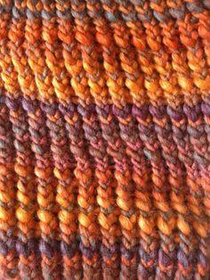 Detail van sjaal gebreid met breiring. Mooi effect met dit garen. En leuk werk!