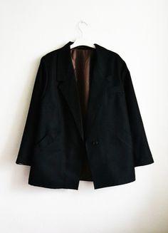 Kup mój przedmiot na #vintedpl http://www.vinted.pl/damska-odziez/marynarki-zakiety-blezery/7618813-marynarka-zakiet-blazer-boyfriend-oversize-czarna-luzna-retro-vintage-mom-na-jeden-guzik