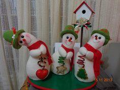 Mobile LiveInternet We sew funny snowmen. Christmas Chair, Felt Christmas, Christmas Snowman, Christmas Projects, Christmas Time, Xmas, Snowman Crafts, Felt Crafts, Homemade Christmas Decorations