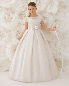 Explore the Rosa Clará First Communion and bridesmaid dresses. Beautiful design and outstanding quality for girls as well! Wedding Dresses For Kids, Gowns For Girls, Little Girl Dresses, Girls Dresses, Pageant Dresses, Party Dresses, Girls First Communion Dresses, Holy Communion Dresses, Baptism Dress