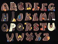 Stampo multi impronta Alfabeto Fruttato a carattere stampatello maiuscolo. Ogni lettera è decorata con un frutto. www.decosil.it