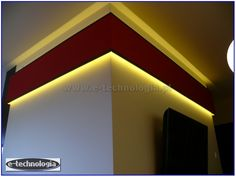 Taśma LED wykorzystana do podświetlenia dekoracji w wnętrzu.