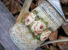 Nie tylko róże...: decoupage dzbanki i konewki