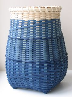 Very attractive blue basket by Red Twig Brown Twig, called 'Calm Water', handmade of space dyed reed. Weaving Art, Hand Weaving, Basket Weaving Patterns, Making Baskets, Willow Weaving, Weaving Techniques, White Decor, Wicker Baskets, Wood Basket