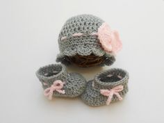 Baby hat and booties set - Ready to ship - Grey - Pink - Bow beanie - Baby Gir Outfit - Take home clothes - photography prop - crochet knit