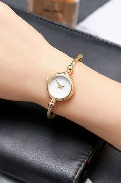 Minimalist Simple Womens Small Watches in Silver and Gold simples pequeños Elegant Watches, Stylish Watches, Beautiful Watches, Luxury Watches, Women's Watches, Girl Watches, Gold Watches Women, Cheap Watches, Watches Online