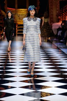 Dolce & Gabbana Fall Winter 2016-17 Women Fashion Show | Dolce & Gabbana