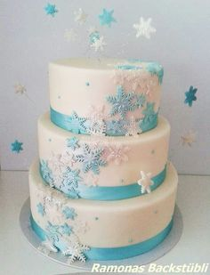 Lovely Snowflakes Cake