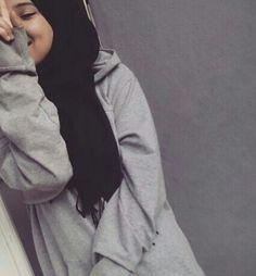 Image in hijab collection by hazel_eye_girl on We Heart It Street Hijab Fashion, Muslim Fashion, Modesty Fashion, Arab Fashion, Girl Fashion, Casual Hijab Outfit, Hijab Chic, Hijabi Girl, Girl Hijab