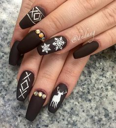The black color if I may notice is modern all the time, both in summer and winter. Decorated with adequate details it is not at all dark and boring actually it is interesting like this manicure in photo.