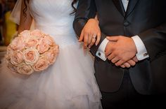 Perfectly round Sweet Avalanche roses bridal bouquet. Floral designer Klara Uhlirova.