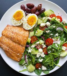 Brown Sugar Dijon Glazed Salmon Garlic Fish Recipe, Crispy Salmon Recipe, Salmon Recipes, Healthy Snacks, Healthy Eating, Healthy Recipes, Detox Recipes, Meal Recipes, Keto Snacks