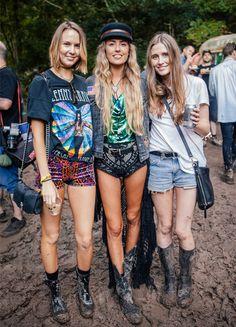 portrait Festival Looks, Rave Festival, Festival Wear, Festival Outfits, Festival Fashion, Festival Style, Short Jeans, T Shirt Branca, Coachella Looks