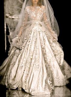 elie saab 2008. LOOK CLOSELY AT THIS DESIGN. Make the picture larger. This gown is gorgeous.  B.
