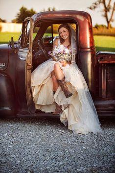 Mariée en santiags. #wedding #weddingplanner #country #countrywedding #unitedstates #texas #bride