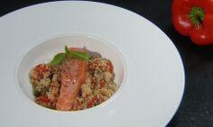 Paprikasalade met quinoa en rauwe zalm